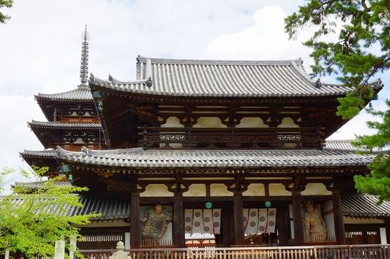 法隆寺中門(仁王門)の写真